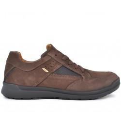 Коричневые нубуковые демисезонные кроссовки