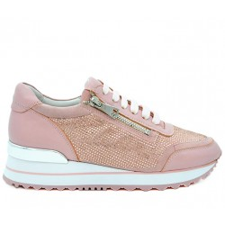 Розовые кожаные демисезонные кроссовки
