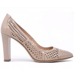 Бежевые лаковые летние туфли