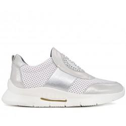 Білі шкіряні літні кросівки