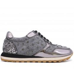 Срібні шкіряні кросівки
