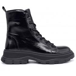 Черные лаковые зимние ботинки