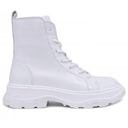 Белые лаковые зимние ботинки