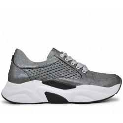 Серебряные кожаные летние кроссовки