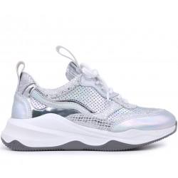 Серебряные кожаные демисезонные кроссовки