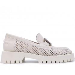 Білі шкіряні літні туфлі