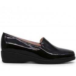 Лаковые демисезонные туфли