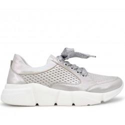 Серебряные кожаные кроссовки