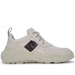 Белые лаковые демисезонные кроссовки