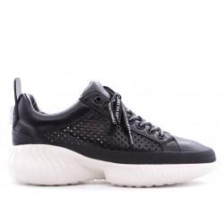 Чорні шкіряні літні кросівки