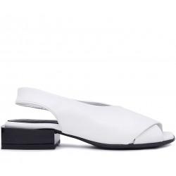 Белые кожаные босоножки