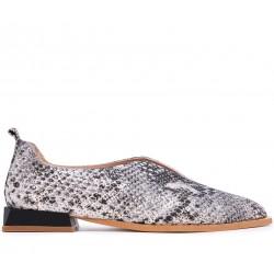 Разноцветные кожаные летние туфли