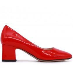 Красные лаковые демисезонные туфли