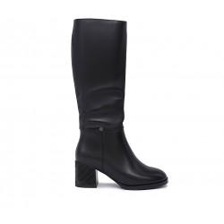 Черные кожаные зимние сапоги