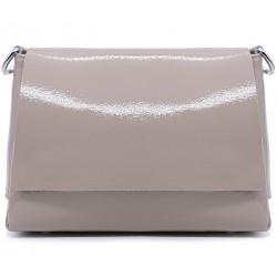 Бежевая лаковая маленькая женская сумка
