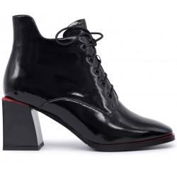 Красные лаковые демисезонные ботинки