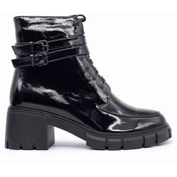 Черные лаковые демисезонные ботинки