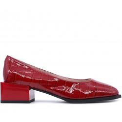 Бордовые лаковые демисезонные туфли