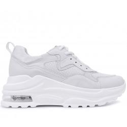 Белые нубуковые демисезонные кроссовки